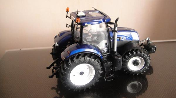 New Holland  t7 .210