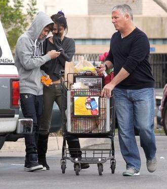 Le 14 janvier 2012 Justin et Selena à Los Angeles faisant leurs courses