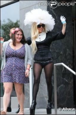 Lady Gaga : sublime elle prend le temps de sympathiser avec ses littles monsters !