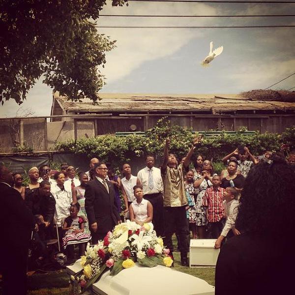 Aujourd'hui c'est L'enterrement de la Mami de Ray²