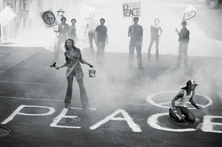 Il suffit d'une seule balle pour déclencher une guerre , il faut des jours infini pour instaurer la Paix.