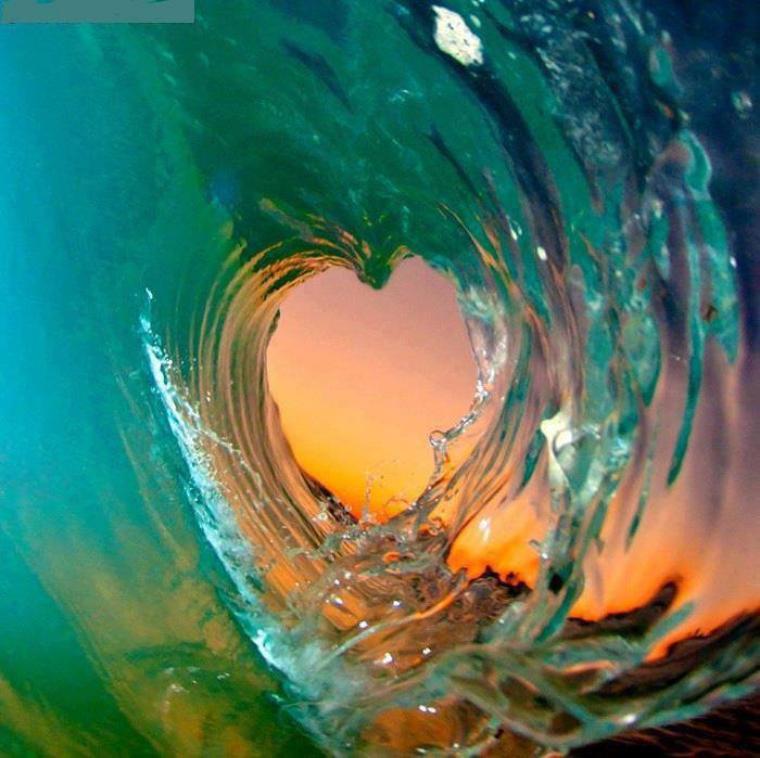 Eternellement éphémère, fort et fragile à la fois; L'Amour est un océan de vagues à apprivoiser.