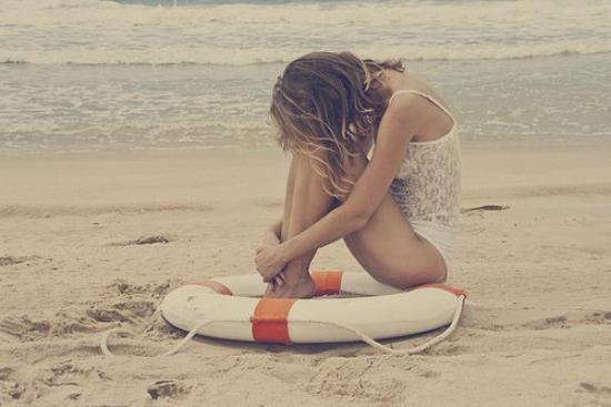 Disparaît de ma vie. Je cherche le bonheur. Je ne veux plus voir la moindre chose, le moindre objet qui me ramène à toi. Je t'en prie.. Je me perds dans tes souvenirs.