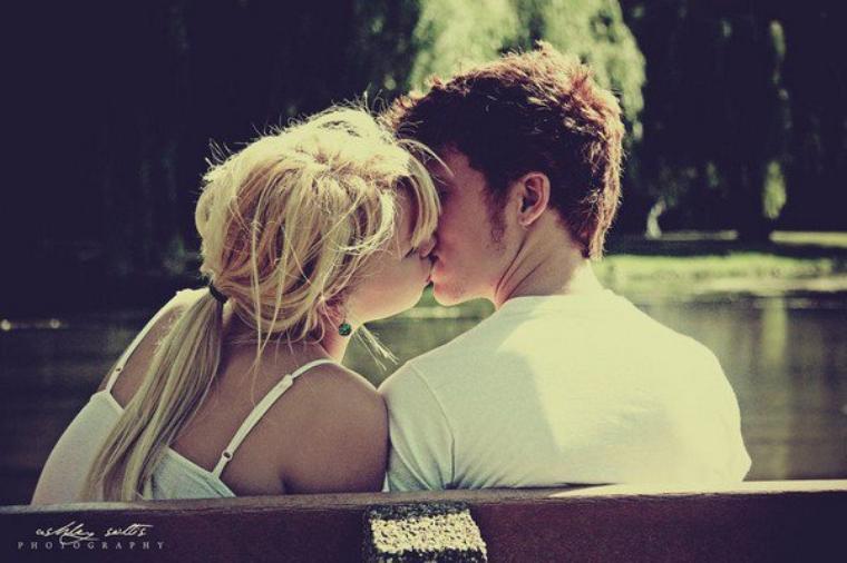 La vérité, c'est que chacun de tes regards me donne envie de t'embrasser.