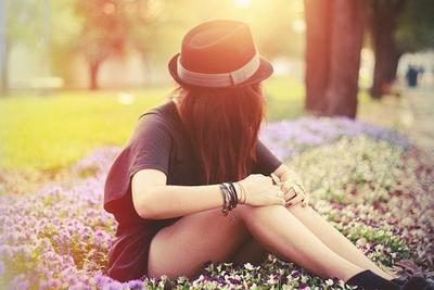 Tu sais, finalement la vie c'est un peu comme les contes de fée. C'est toujours la personne la plus sincère et la plus humble qui gagne, même si malgré tout il faut tomber, trébucher, ce casser la gueule. Au final, les bonnes personnes finissent toujours par gagner.