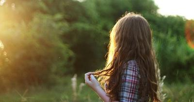 J'avais besoin de toi. Et t'étais pas la, ta jamais été la de toute façon. Maintenant c'est à ton tour d'avoir besoin d'aide. Alors écoute moi bien : Va voir ailleurs. Trouve une amie qui saura accepter ce que tu es, l'égoiste personne que tu es.