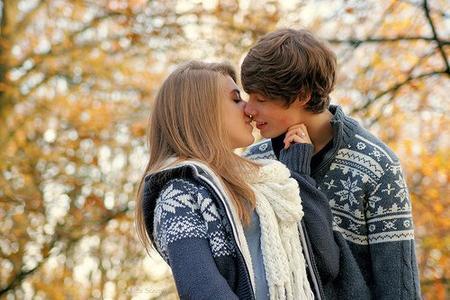 Mec, tu trouves que ta copine est trop jalouse ? Si elle l'es, c'est parce qu'elle t'aime réellement. Tu devrais en être heureux.