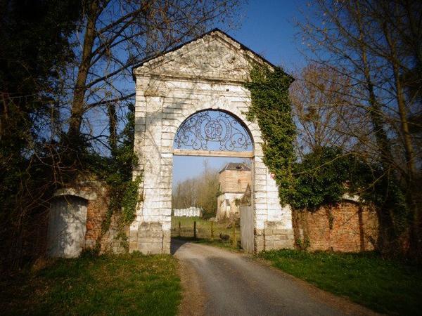 Dommartin, les vestiges d'une abbaye, un lieu chargé d'histoire.