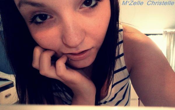 Stay' Je ne suis pas une reine de beauté Je suis seulement belle à ma façon.