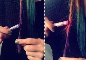 Colorer des mèches pour une journée avec des pastels