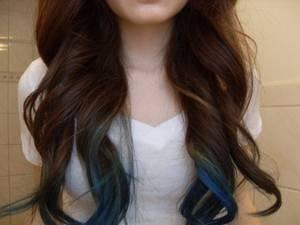 Des idées de Dip Dye Hair pour cheveux foncés