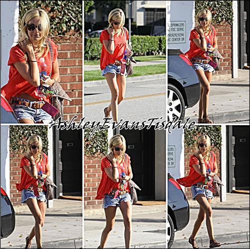 Le 11 Juilliet : Ashley A changer sa couleur de cheveux ! Elle est redevenu Blonde , Elle c'est fait coiffer au coiffeur de Beverly Hills.