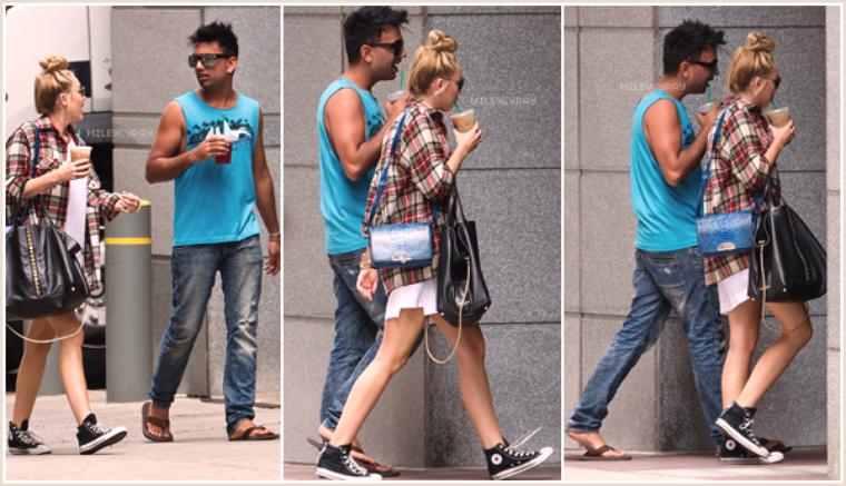 July 27th ; Miley se promenait dans Philadelphie avec son ami Vijat Mohindra.