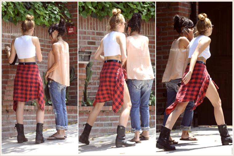June 20th ; Miley est allée déjeuner au Paty's accompagnée de deux amies et de son père.