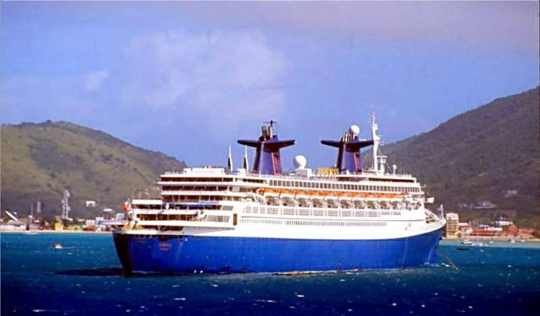 SS NORWAY en escale à Phillipsburg, Saint-Martin, Antilles Néerlandaises