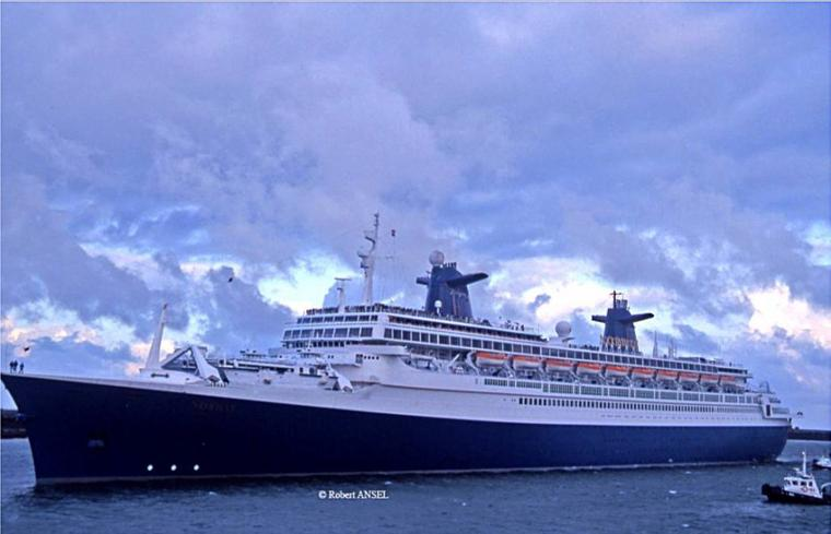 SS NORWAY en escale au Havre en 1999 juin juillet et août