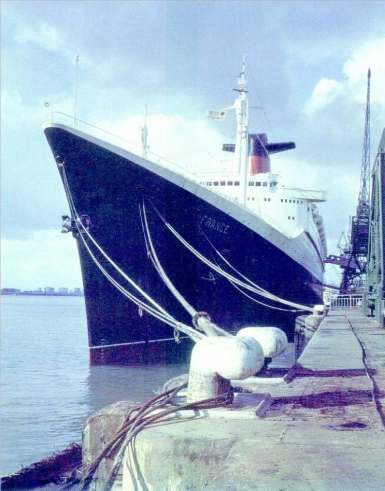 SS FRANCE à quai au Havre.