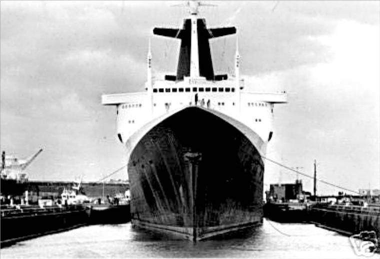 SS FRANCE drydock Le Havre