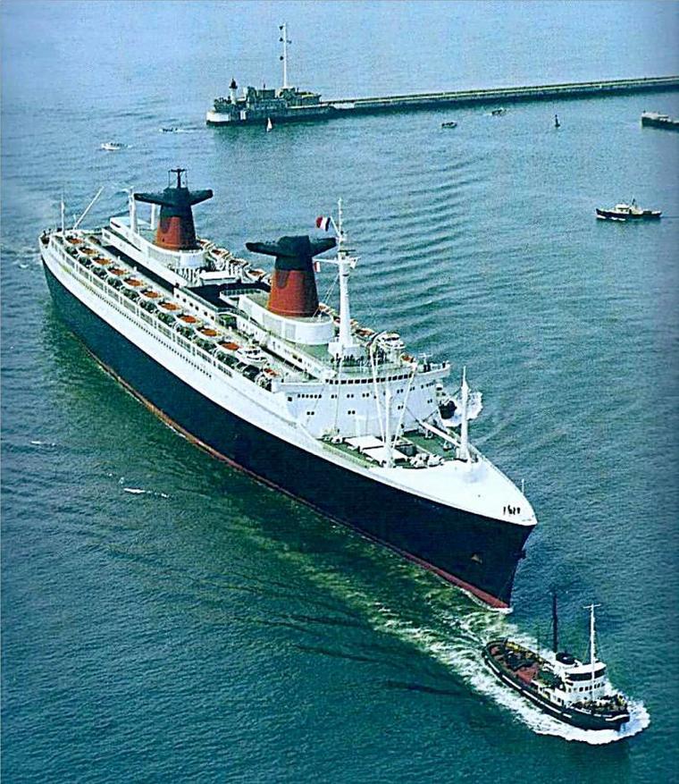 S/S FRANCE entre dans le port du Havre début années soixante-dix
