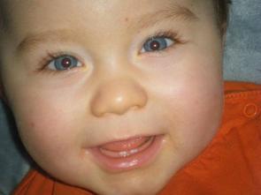 Mathys 9 mois et ses deux premieres petites dents