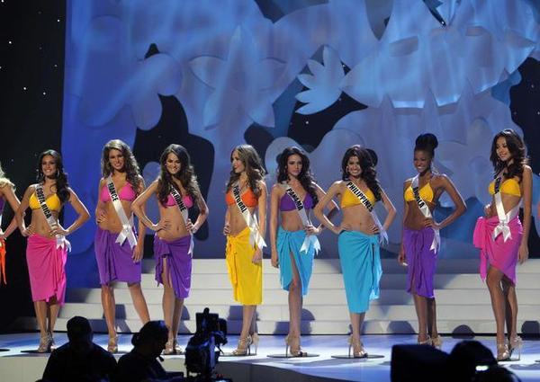 "Miss Univers : ""On compte les nez refaits"""