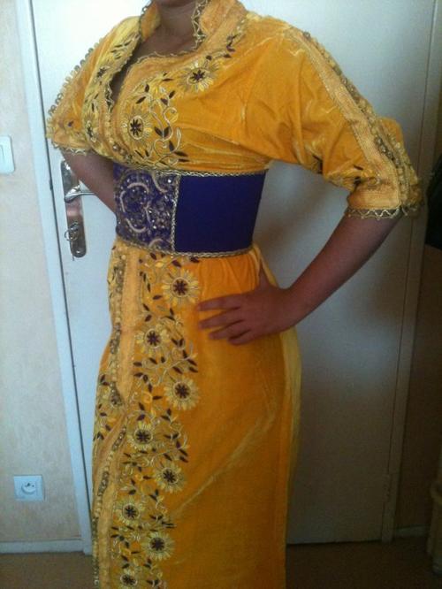 Caftan jaune et violet