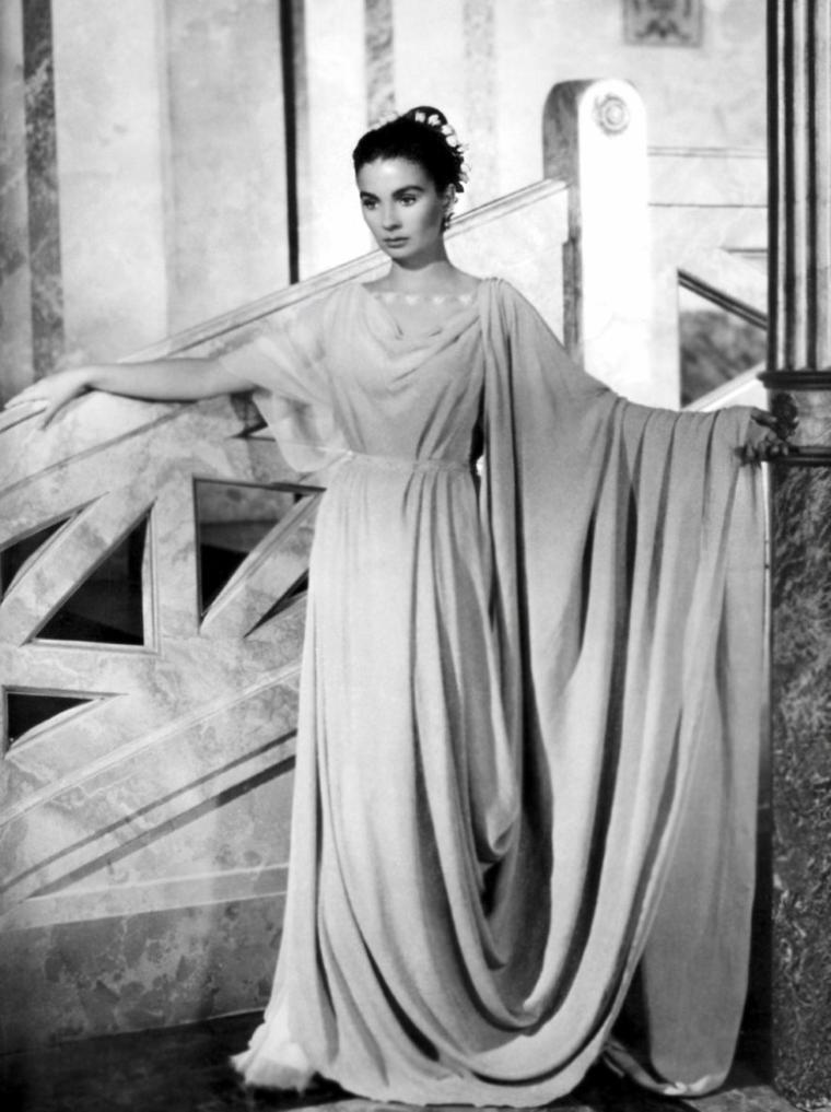 """Jean SIMMONS est une actrice anglaise, née le 31 janvier 1929 à Londres (Royaume-Uni), quartier de Crouch End, district de Haringey, et morte le 22 janvier 2010 à Santa Monica (Californie). Elle est apparue notamment dans """"Un si doux visage"""" (1952), """"La Tunique"""" (1953), """"Blanches colombes et vilains messieurs"""" (1955), """"Elmer Gantry, le charlatan"""", """"Spartacus"""" (1960). Elle a été mariée à l'acteur Stewart GRANGER et au réalisateur Richard BROOKS."""