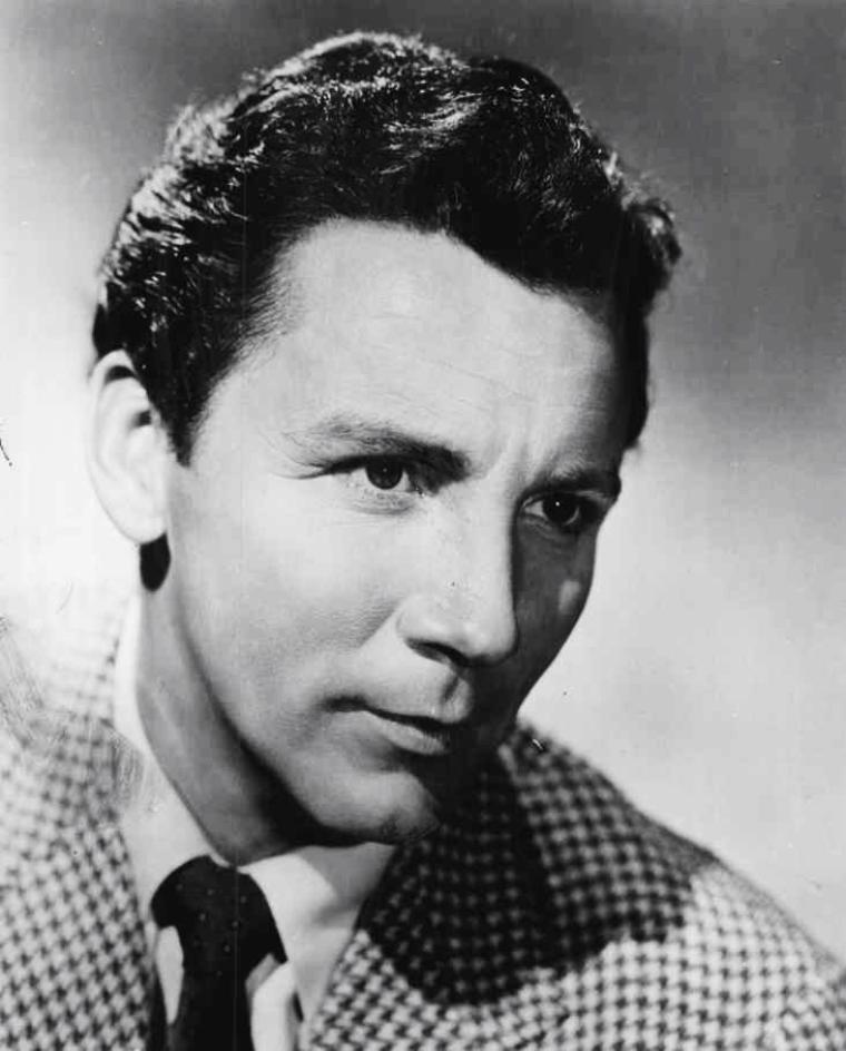 Cameron MITCHELL, de son vrai nom Cameron McDOWELL MITZELL, est un acteur américain, né à Dallastown, en Pennsylvanie, le 4 novembre 1918, et mort le 6 juillet 1994 à Pacific Palisades, en Californie, d'un cancer.