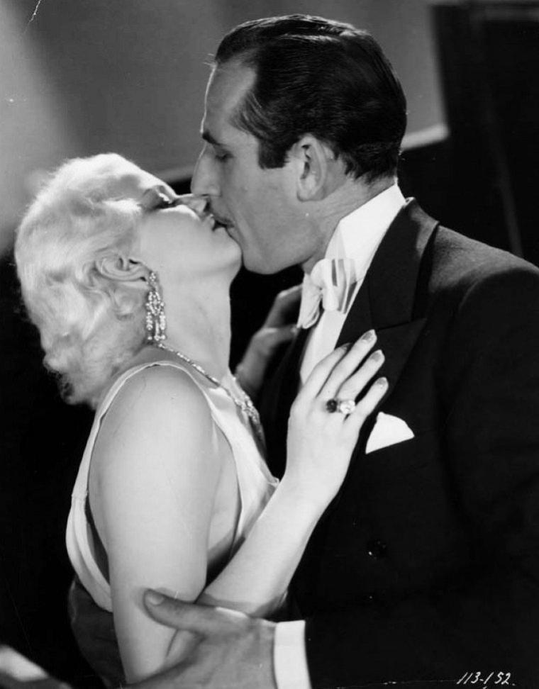 """John MILJAN est un acteur américain d'ascendance serbe, né Jovan MILJANOVIC (serbe : Јован Миљановић) le 9 novembre 1892 à Lead City (Dakota du Sud), mort d'un cancer le 24 janvier 1960 à Hollywood — Quartier de Los Angeles (Californie). Au cinéma, John MILJAN débute en 1924 et contribue à une cinquantaine de films muets jusqu'en 1929, dont """"Le Cirque du diable"""" de Benjamin CHRISTENSEN (1926, avec Norma SHEARER). Au total, il apparaît dans plus de deux-cents films américains (dont des westerns), le dernier sorti en 1958. Parmi ses partenaires à l'écran, mentionnons également Lon CHANEY (ex. : """"Le Club des trois"""" de Jack CONWAY en 1930), Joan CRAWFORD (ex. : """"Fascination"""" de Clarence BROWN en 1931), Greta GARBO (ex. : """"La Courtisane"""" de Robert Z. LEONARD en 1931), Wallace BEERY (ex. : """"Une femme survint"""" de John FORD en 1932), Mäe WEST (Ce n'est pas un péché de Leo McCAREY en 1934), Gary COOPER (ex. : """"Une aventure de Buffalo Bill"""" de Cecil B. DeMILLE en 1936, où il personnifie le général CUSTER), James CAGNEY (ex. : """"Terreur à l'ouest"""" de Lloyd BACON en 1939), ou encore Maureen O'HARA (ex. : """"Nid d'espions"""" de Richard WALLACE en 1943), entre autres. À la télévision, John MILJAN collabore à cinq séries, de 1955 à 1957. (photos de John aux côtés des STARS Jean HARLOW, Sally STARR, Greta GARBO ou encore Helen HAYES)."""