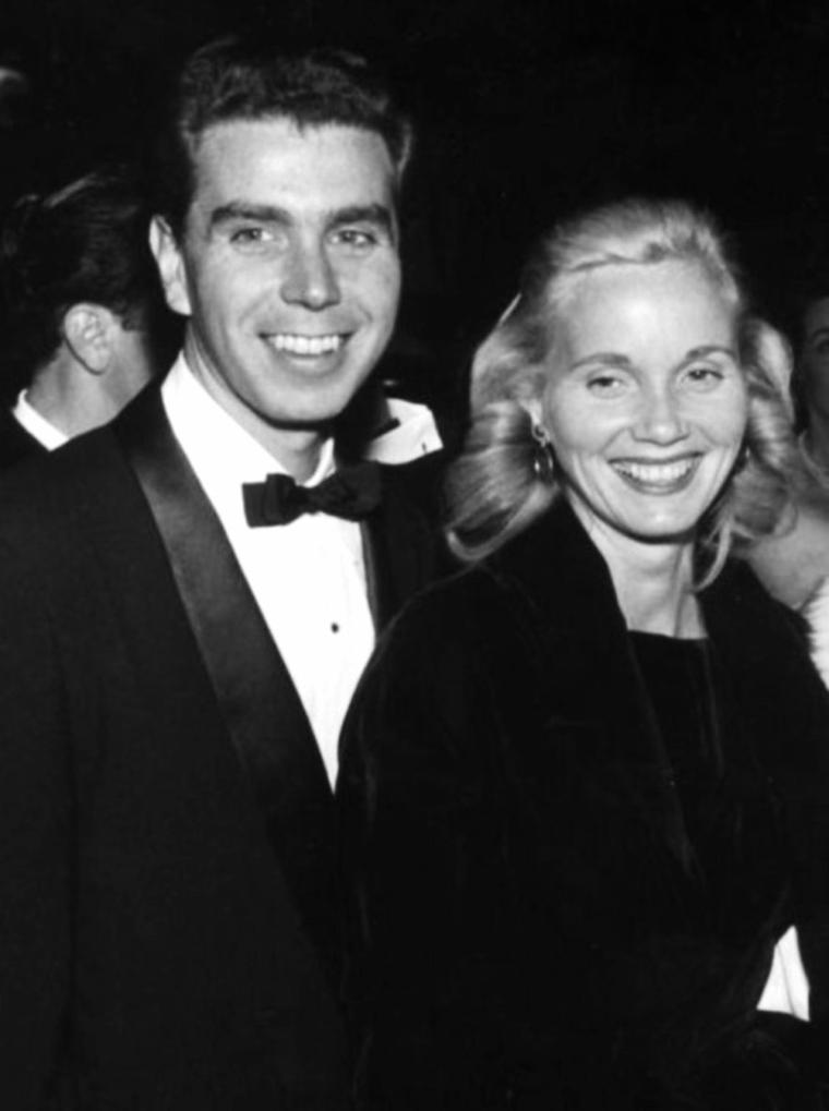 COUPLE DE LEGENDE / Eva Marie SAINT et Jeffrey HAYDEN qu'elle épouse le 28 Octobre 1951 jusqu'à nos jours... Le couple aura deux enfants. (photos du couple dont 1 photo d'Eva Marie en compagnie de son fils Darrell et de l'acteur James MacARTHUR).