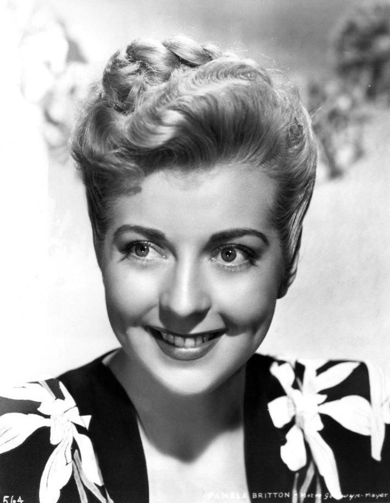 Pamela BRITTON est une actrice américaine née le 19 mars 1923 à Milwaukee, Wisconsin (États-Unis), décédée le 17 juin 1974 à Arlington Heights (Illinois).