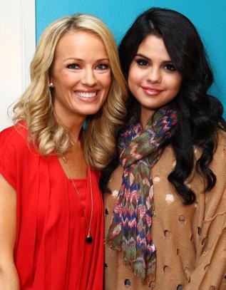 26/04/12: Selena à l'émission Elvis Duran.