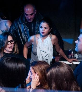18/05/12: Selena dans une boite de nuit à Yalta.