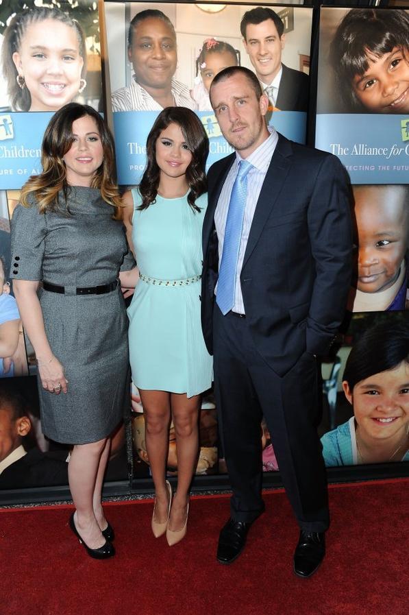 12/06/12: Selena s'est rendue à l'évènement « The Alliance For Children's Rights ».