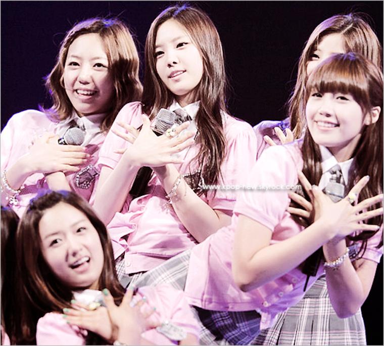 A-Pink performe pour l'opening de la cérémonie JeonJu Civil Athletics | au MSL GyeolSeung