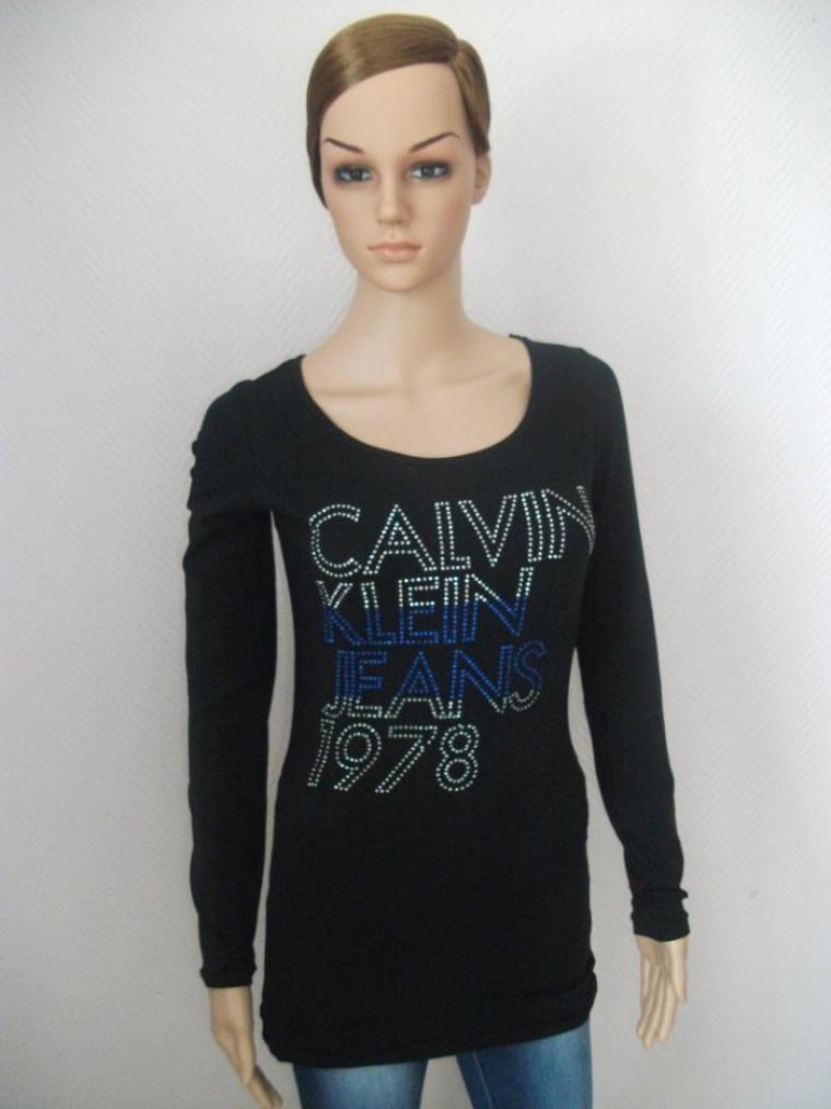 T-shirt manches longues Calvin Klein 25 euros