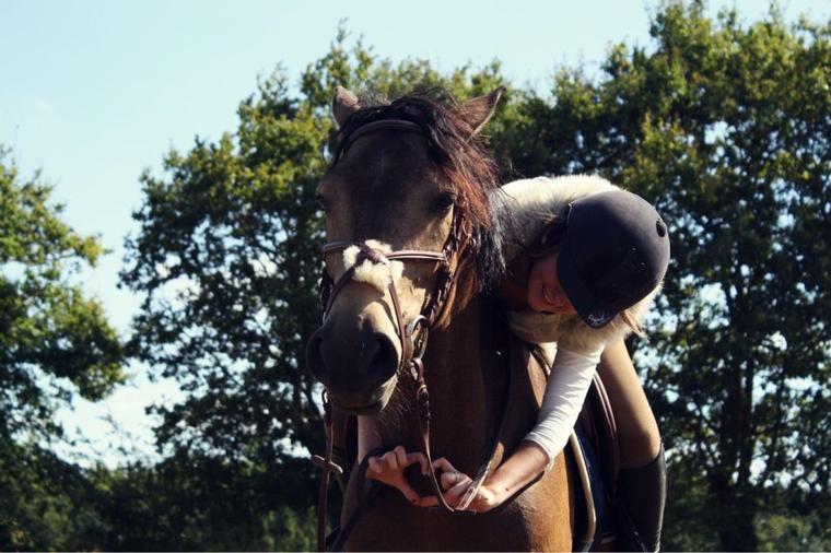 Etre heureux a cheval c'est être en terre et ciel a une hauteur qui n'existe pas