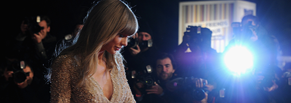 26.01.13 : Tay a foulé le tapis rouge des NRJ Music Awards 2013 à Cannes en France. Pretty.   La tenue lui va bien, mais j'aurais préféré une coiffure plus travailler. Le maquillage est parfait. Vous aimez ?