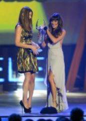 Ashley Greene et Nikki Reed aux 'Do Something' Awards