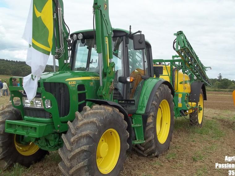 Fête de l'agriculture à Etrelles (35) : John Deere 7730, 8285 R, 6630, 8530...