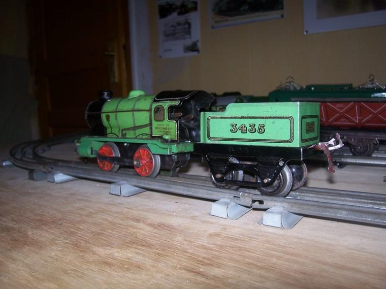 """Nouveaux Trains-Jouets échelle """"0""""."""