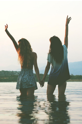 Les amis apportent le bonheur