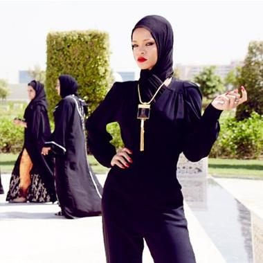 Le 19 octobre 2013 :Rihanna en photos shooting et en concert Diamonds World Tour à Abu Dhabi, aux Émirats arabes unis.