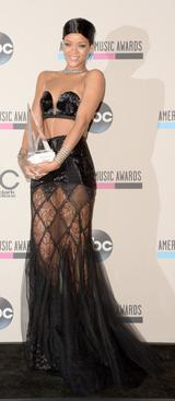 Le 24 novembre 2013 :Rihanna obtient un Icon Award.