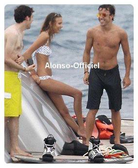 Fernando Alonso en vacances    Avec Dasha et des amis