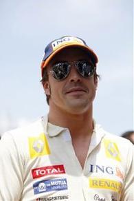 Les saisons d'Alonso, Partie IV : Renault (2009)     (+) Petite partie de foot en salle pour la bonne cause.