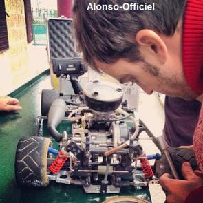 Fernando Alonso enchaine les photos-shoot sponsoring    Mais n'oublie pas de s'amuser un peu