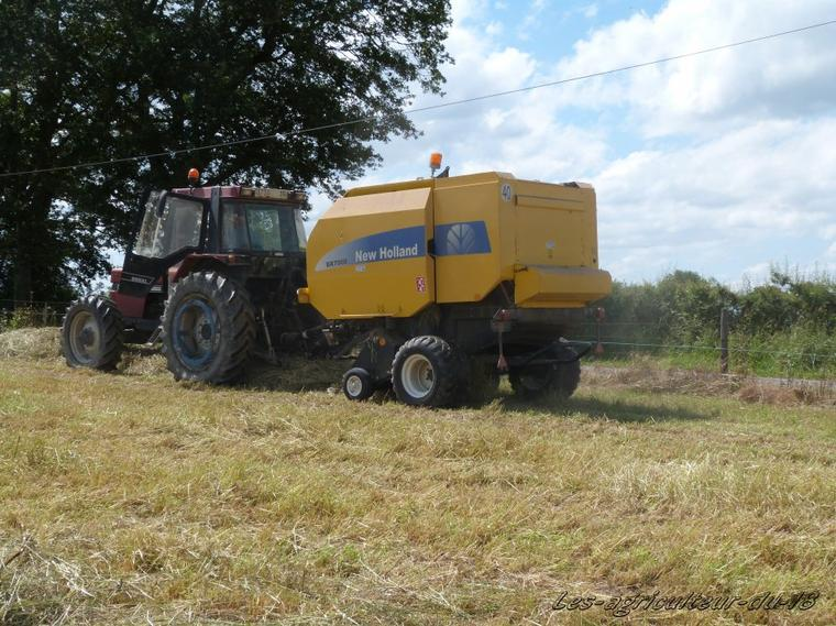 Foin 2012 --- Case 956 XL + New Holland BR 7060