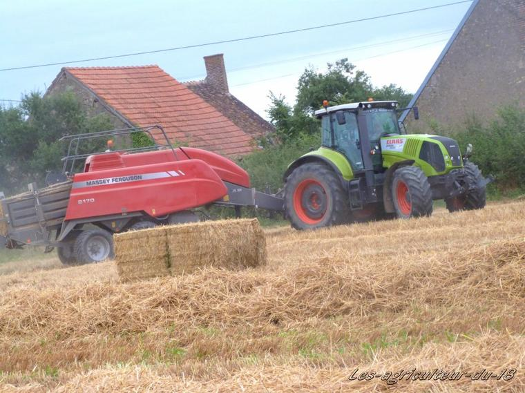Paille 2012 ---- Claas Axion 820 + Massey Ferguson 2170 .