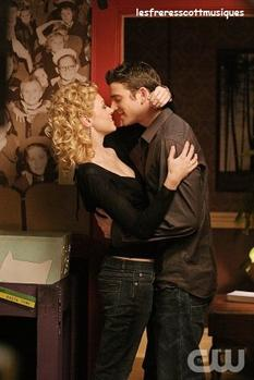 Bryan Greenberg - Jake Jaglieski                                                                            ( saisons 1, 2 et 3 )